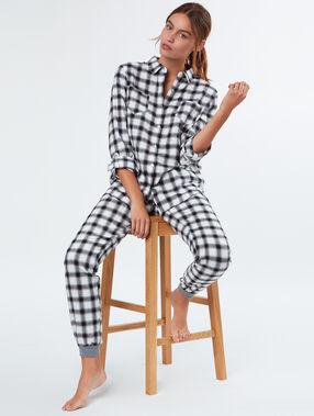 Camisa pijama estampado a cuadros negro.