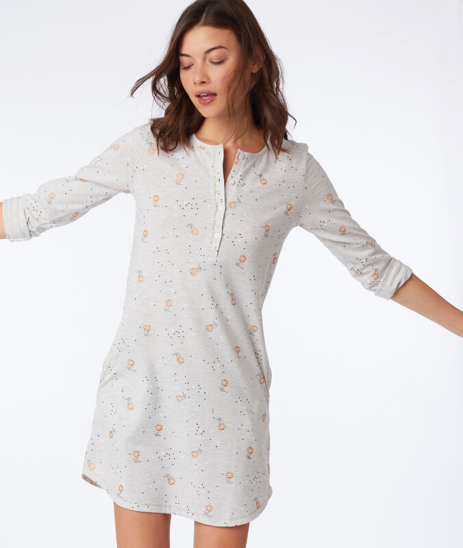 Chemise de nuit à motifs chat gris clair.