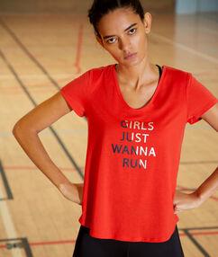 Camiseta mensaje estampado rojo.