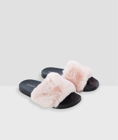 Chaussons ouverts en fausse fourrure rose.