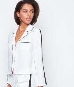 Camisa pijama de satén blanco.