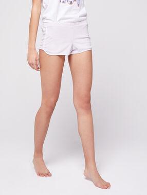 Pantalón corto estilo deportivo crudo.