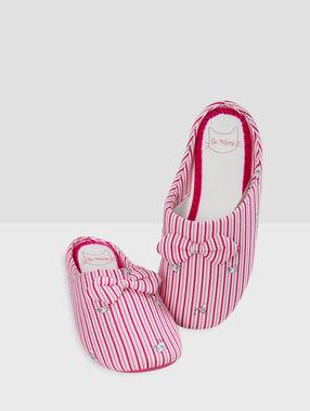 Zapatillas estampado a rayas negro.