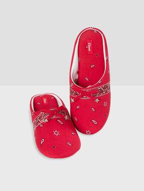 Zapatillas destalonadas estampado bandana rojo.