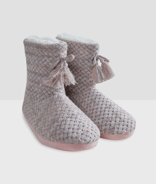 Zapatillas tipo botines trenzadas