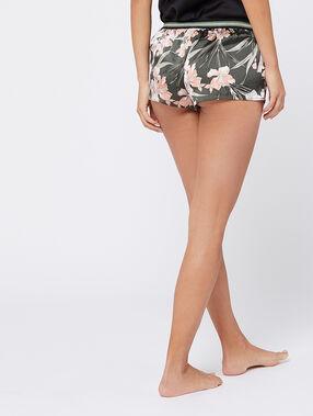 Pantalón corto estampado floral caqui.