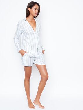 Pantalón corto estampado rayas blanco.