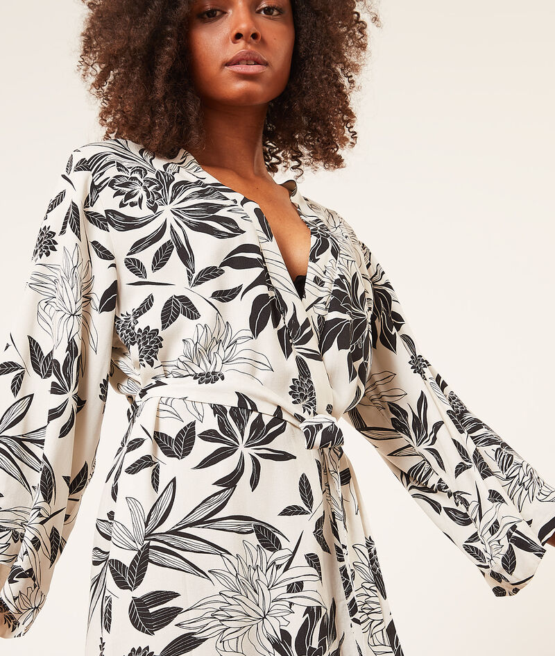 Bata tipo kimono estampado floral;${refinementColor}