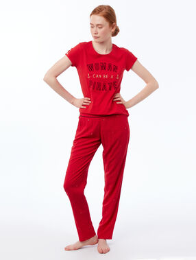 Pantalón estampado rojo.