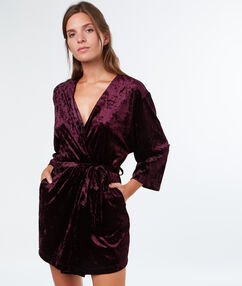 Bata tipo kimono terciopelo berenjena.