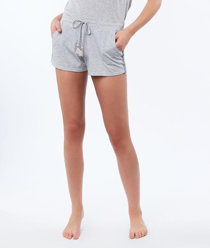 Pantalón corto flecos decorativos c.gris.