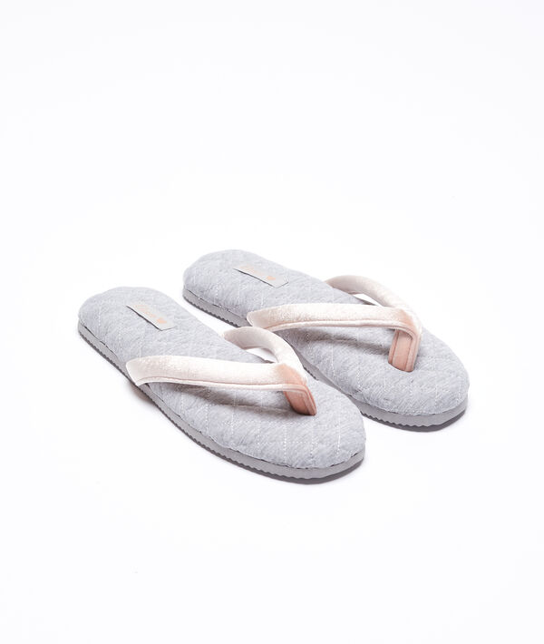 Zapatillas mullidas detalles terciopelo
