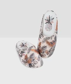 Zapatillas estampado tropical rosa.