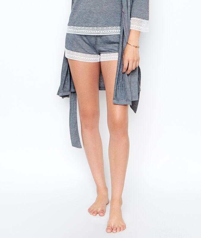 Pantalón corto microfibra y encaje gris.