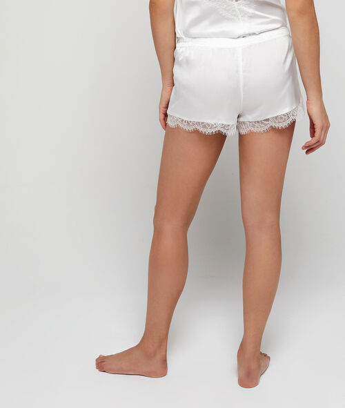 Pantalón corto de satén y encaje
