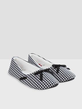 Zapatillas estampado vichy negro.