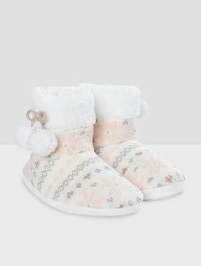 Zapatillas tipo botines pompones crudo.