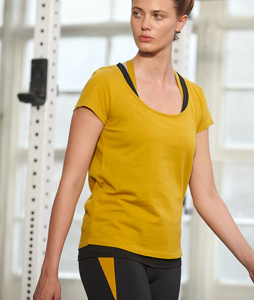 Camiseta deportiva con top integrado