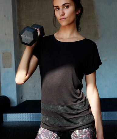Camiseta con detalle tejido rejilla negro.
