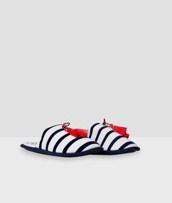 Zapatillas estilo marinero blanco.