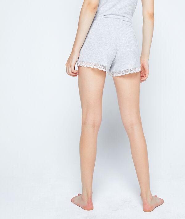 Pantalón corto acanalado, motivos de encaje