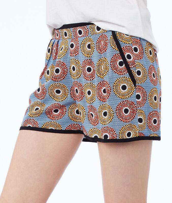 Pantalón corto estampado étnico azul.