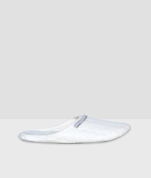Zapatillas con lazos laterales