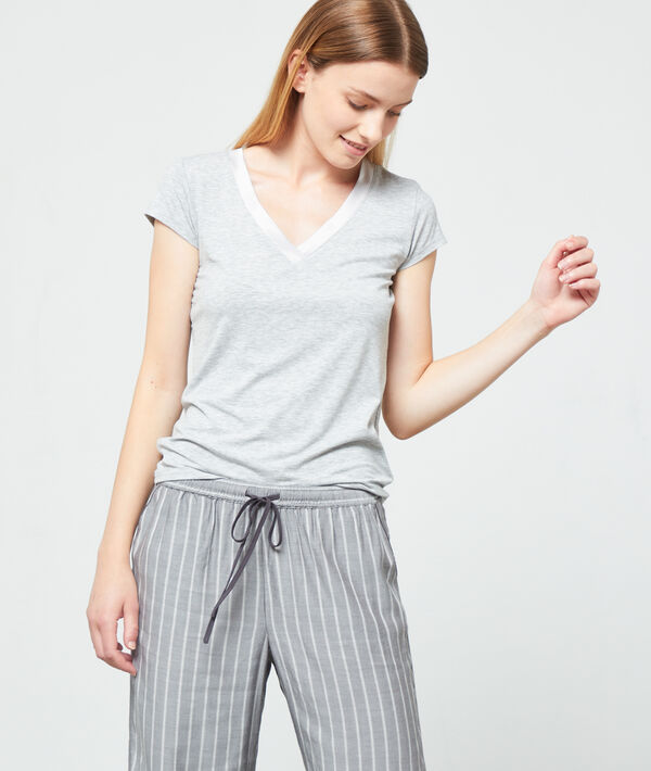 Camiseta escote en V de viscosa, motivos satinados;${refinementColor}
