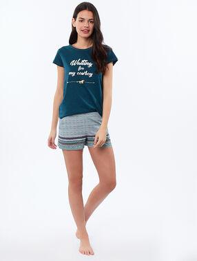 Camiseta con mensaje azul.