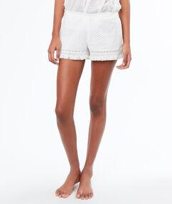 Pantalón corto bordados y flecos blanco.