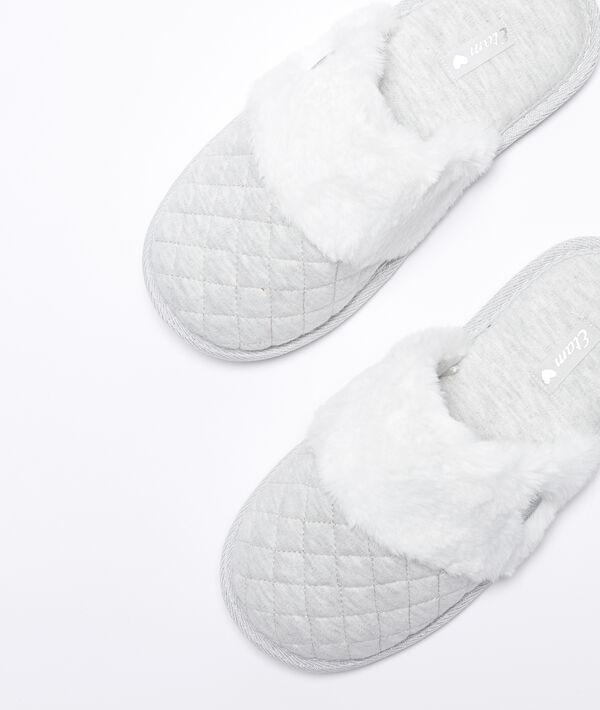 Zapatillas mullidas con pelo decorativo