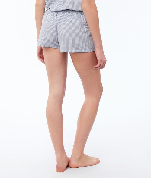 Pantalón corto bordados florales