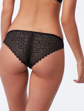 Braguita brasileña de encaje gráfico negro.