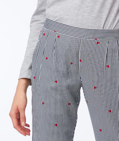 Pantalón estampado de rayas y corazones