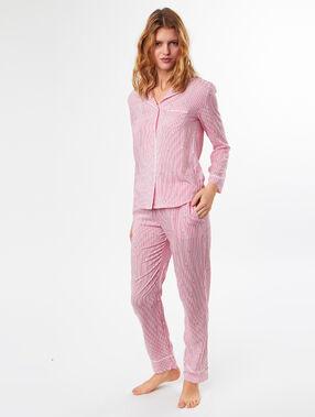 Camisa pijama estampada a rayas rosa.