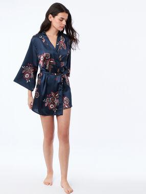 Bata tipo kimono estampado floral azul.