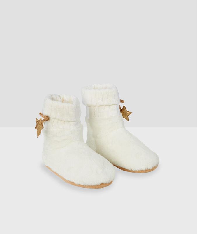 Zapatillas tipo botines detalle estrella crudo.