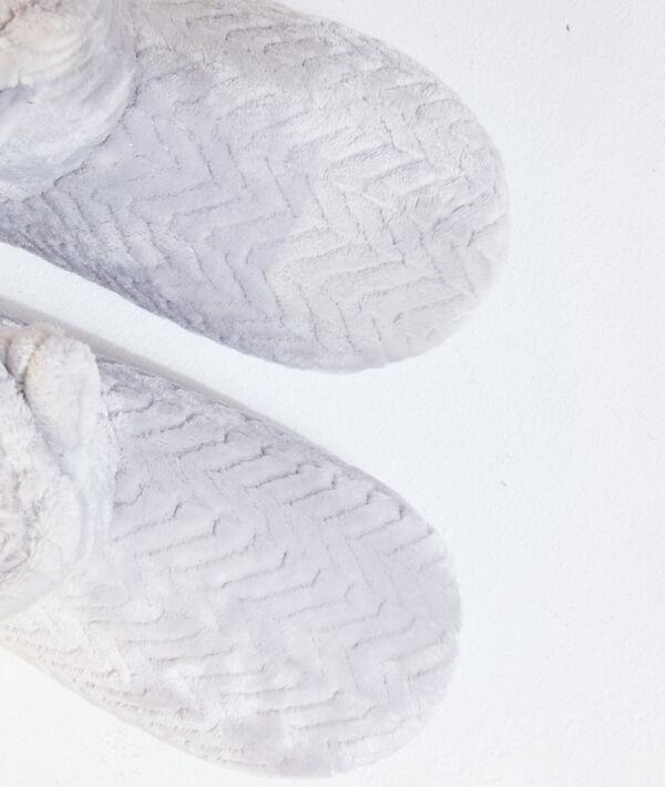 Zapatillas tipo botines con orejitas;${refinementColor}