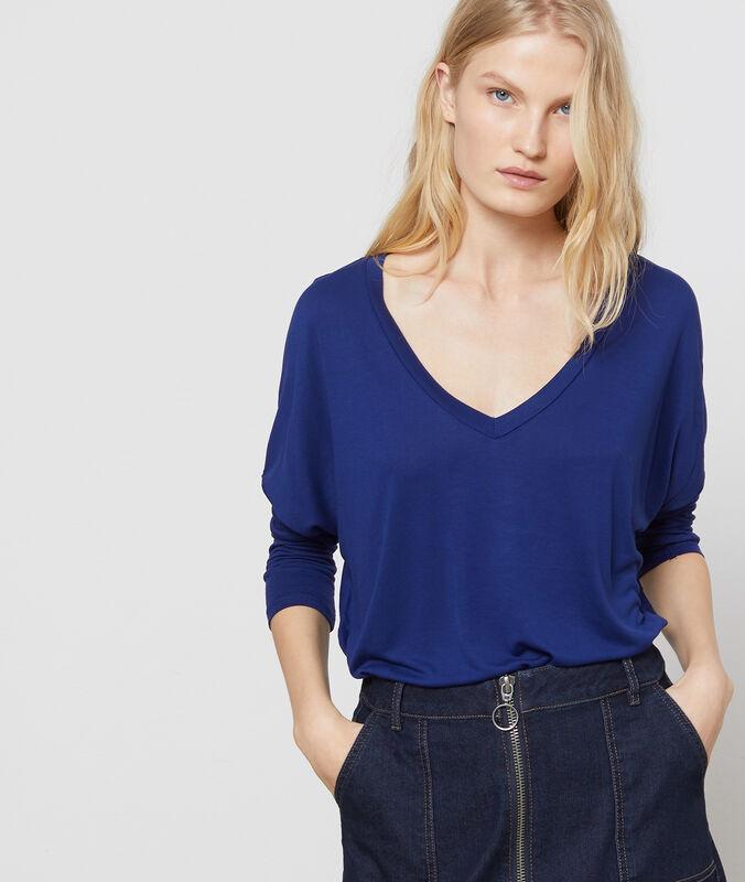 Camiseta manga larga lisa escote en v azul marino.