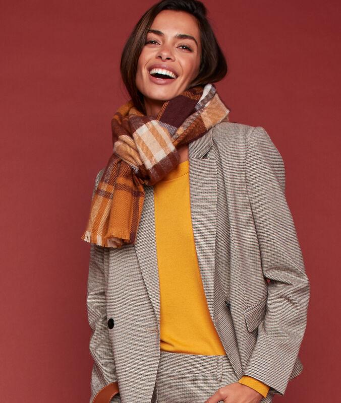 Bufanda estampado de cuadros marrón.