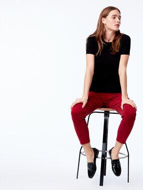 Pantalón ajustado 7/8 y 100% en algodón rojo.