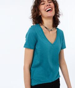 T-shirt col v en coton vert sapin.