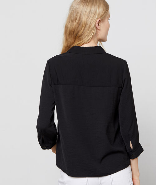 Blusa con cuello camisa y botones