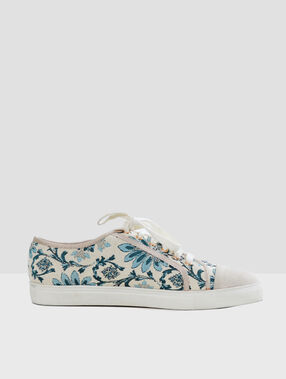 Zapatillas estampado floral crudo.