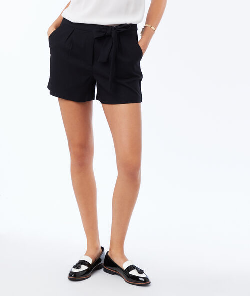 Pantalón corto lazada frontal