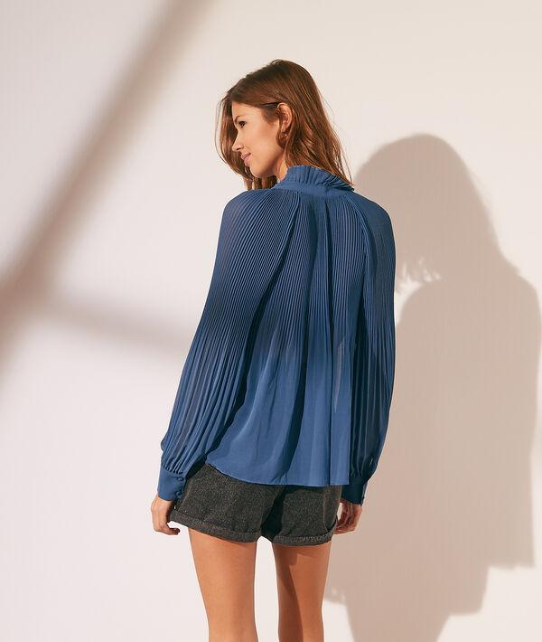 Blusa plisada con lazo
