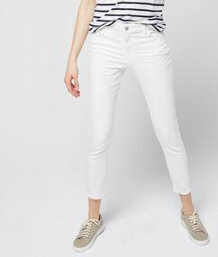 Pantalón vaquero pitillo 7/8 blanco.