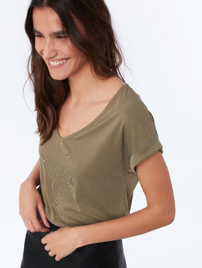 Camiseta escote en v suave relieve caqui.