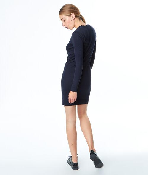 Vestido ajustado escote en V