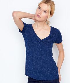Camiseta escote en v efecto metalizado azul marino.